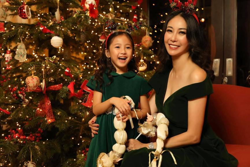 Huyền My, Diễm Hương khoe dáng 'bỏng mắt' với áo tắm ngày đầu năm mới 2021  - ảnh 13