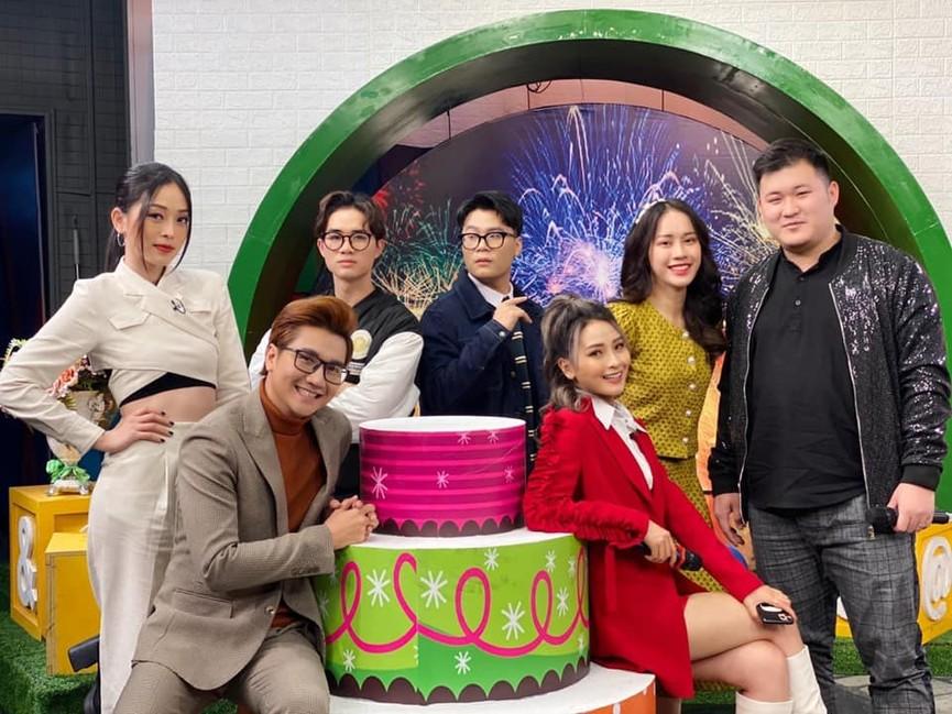 Huyền My, Diễm Hương khoe dáng 'bỏng mắt' với áo tắm ngày đầu năm mới 2021  - ảnh 15