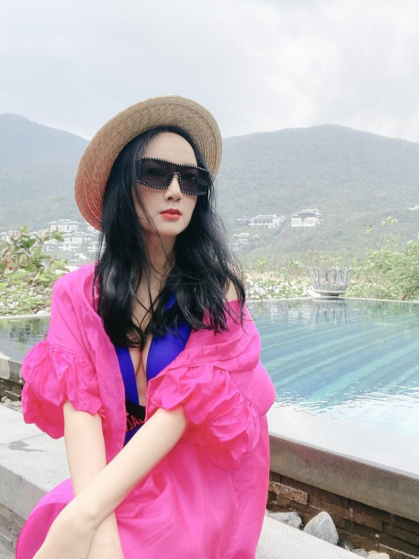 Hoa hậu Giáng My khoe khéo body gợi cảm và vẻ đẹp không tuổi những ngày đầu năm mới - ảnh 1