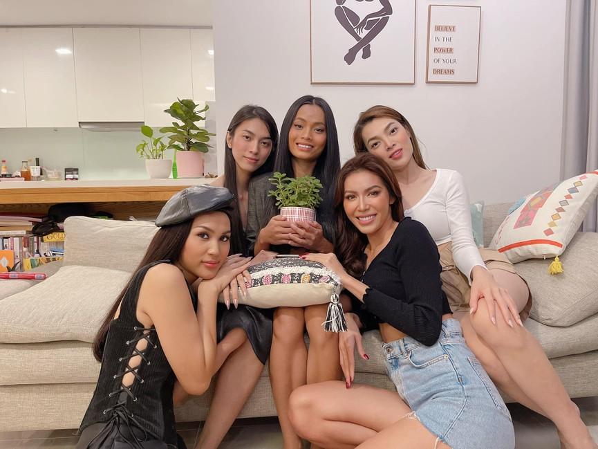 Hoa hậu Giáng My khoe khéo body gợi cảm và vẻ đẹp không tuổi những ngày đầu năm mới - ảnh 13