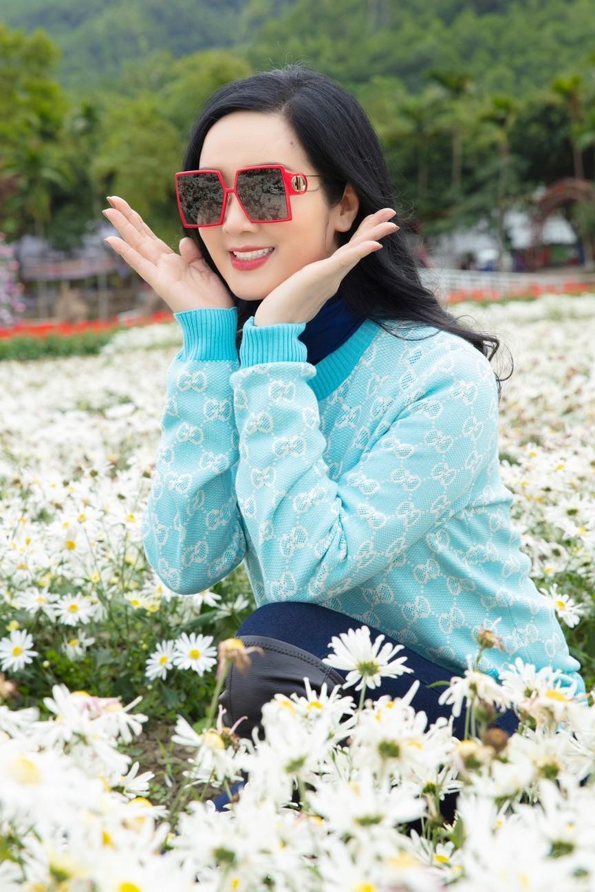 Hoa hậu Giáng My khoe khéo body gợi cảm và vẻ đẹp không tuổi những ngày đầu năm mới - ảnh 4