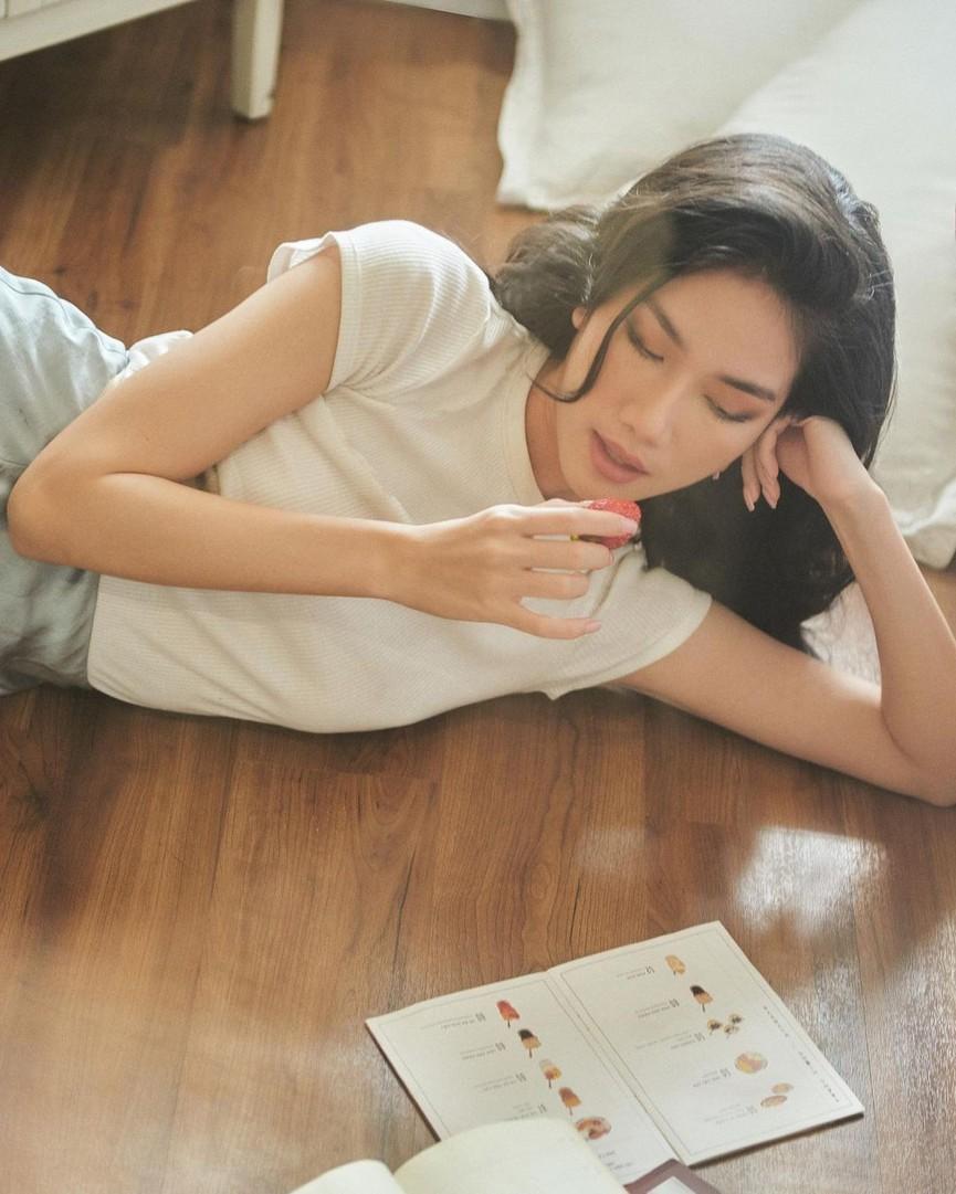 Hoa hậu Giáng My khoe khéo body gợi cảm và vẻ đẹp không tuổi những ngày đầu năm mới - ảnh 10