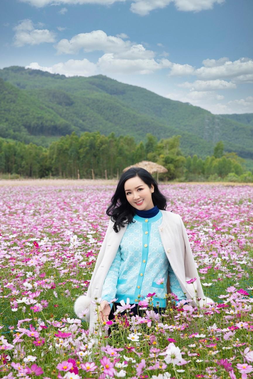 Hoa hậu Giáng My khoe khéo body gợi cảm và vẻ đẹp không tuổi những ngày đầu năm mới - ảnh 5
