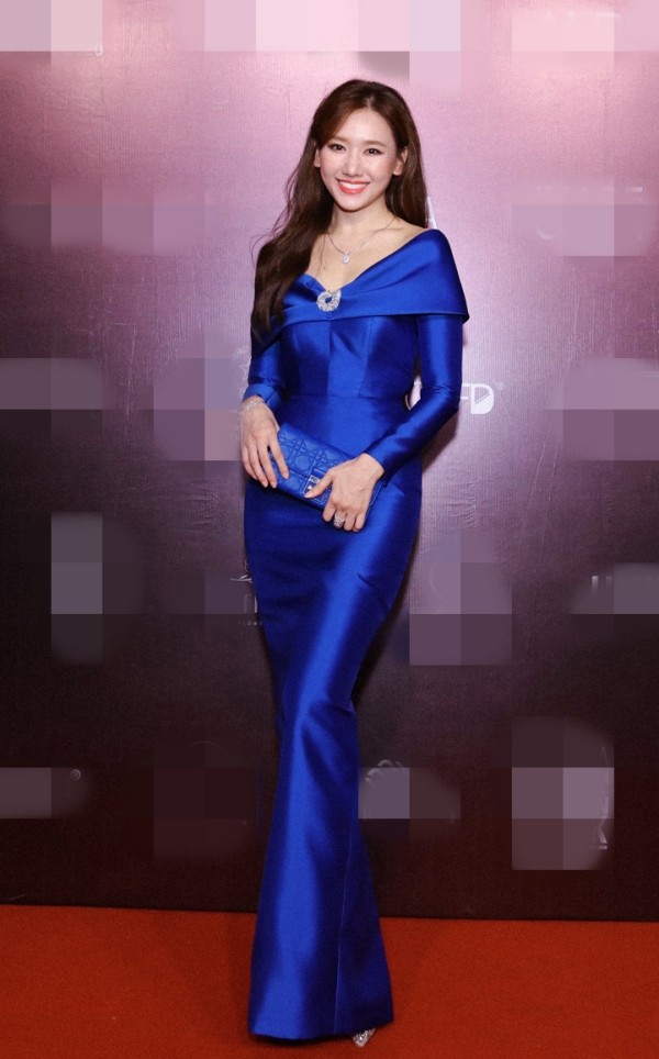 'Đụng hàng' một loạt mỹ nhân đình đám, Hoa hậu Đỗ Thị Hà vẫn tự tin với thần thái xinh đẹp - ảnh 6