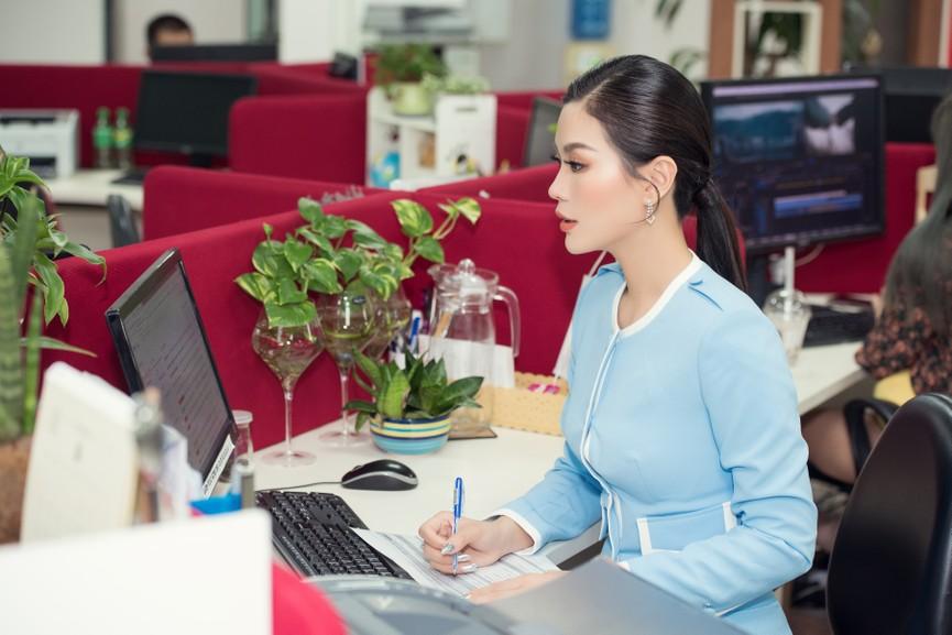 Á hậu Diễm Trang 'tái xuất' xinh đẹp sau 9 tháng mắc kẹt ở Ba Lan vì dịch COVID-19 - ảnh 6