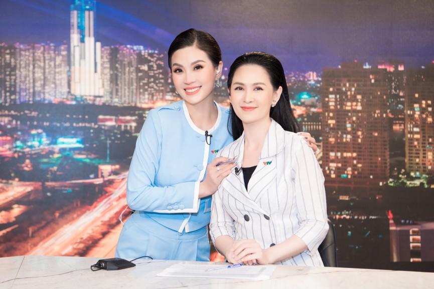 Á hậu Diễm Trang 'tái xuất' xinh đẹp sau 9 tháng mắc kẹt ở Ba Lan vì dịch COVID-19 - ảnh 11