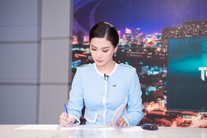 Á hậu Diễm Trang 'tái xuất' xinh đẹp sau 9 tháng mắc kẹt ở Ba Lan vì dịch COVID-19 - ảnh 9