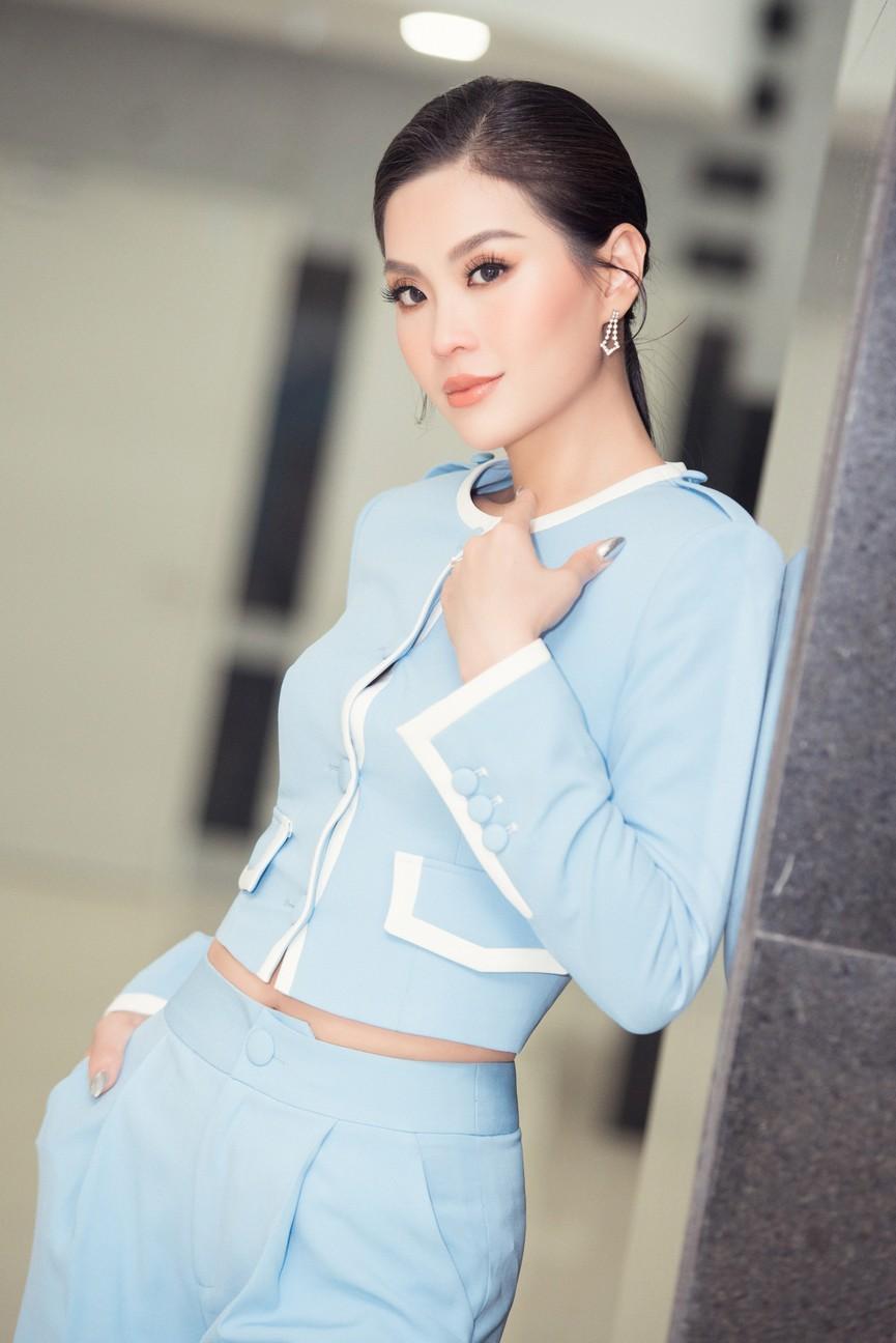 Á hậu Diễm Trang 'tái xuất' xinh đẹp sau 9 tháng mắc kẹt ở Ba Lan vì dịch COVID-19 - ảnh 3