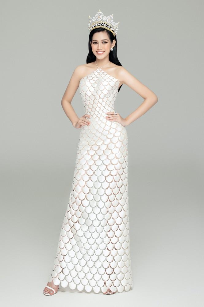 'Đụng hàng' một loạt mỹ nhân đình đám, Hoa hậu Đỗ Thị Hà vẫn tự tin với thần thái xinh đẹp - ảnh 11