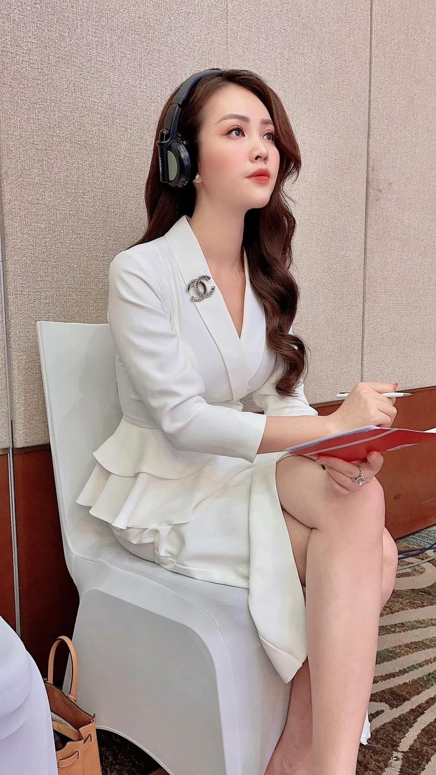 Mai Phương Thuý mặc quần tua rua lạ mắt, Á hậu Phương Nga khoe vai trần gợi cảm - ảnh 7