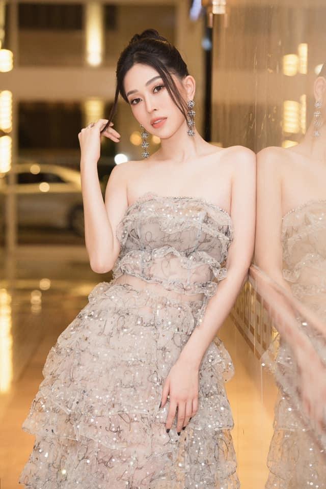 Mai Phương Thuý mặc quần tua rua lạ mắt, Á hậu Phương Nga khoe vai trần gợi cảm - ảnh 3