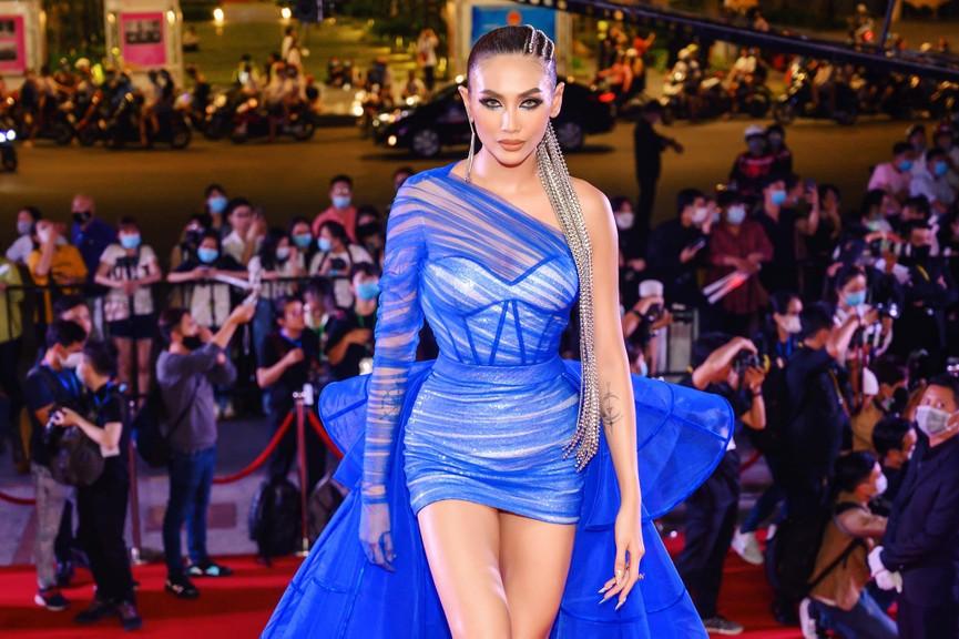 Võ Hoàng Yến khoe chân dài miên man, Ngọc Hân gợi cảm với tạo hình 'Bến Thượng Hải' - ảnh 2