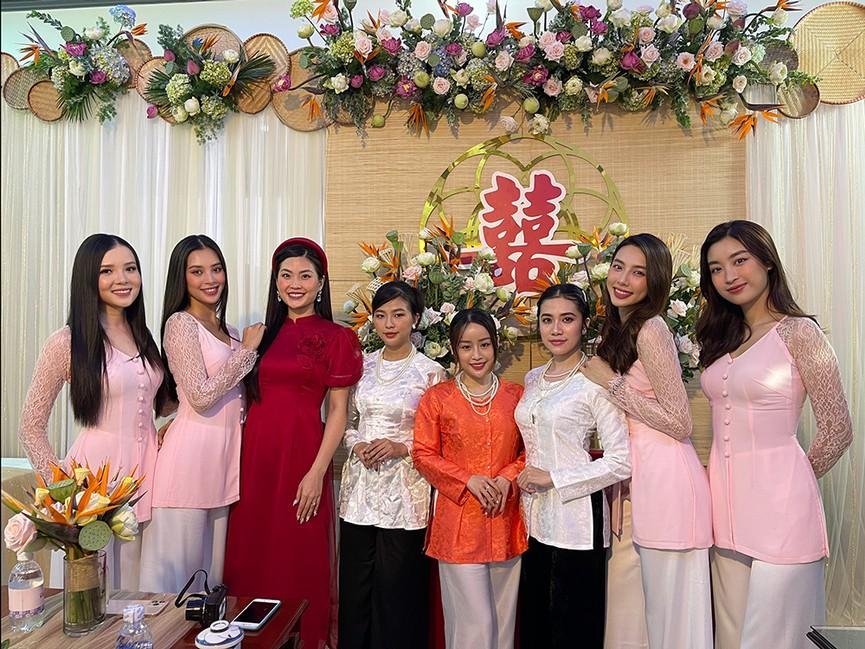 Tiểu Vy, Đỗ Mỹ Linh cùng dàn hậu diện áo bà ba làm phù dâu cho đám cưới Á hậu Thuý An - ảnh 3