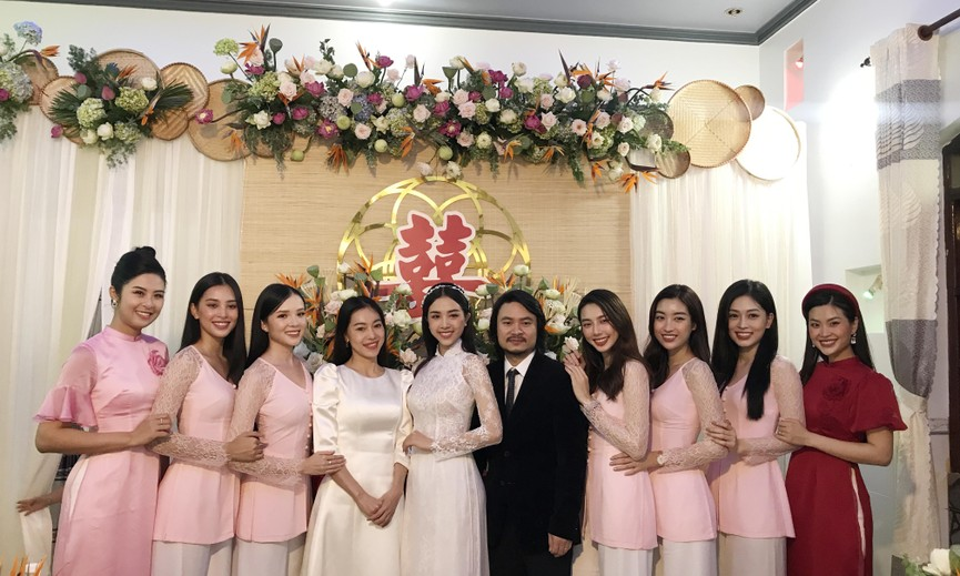 Tiểu Vy, Đỗ Mỹ Linh cùng dàn hậu diện áo bà ba làm phù dâu cho đám cưới Á hậu Thuý An - ảnh 1