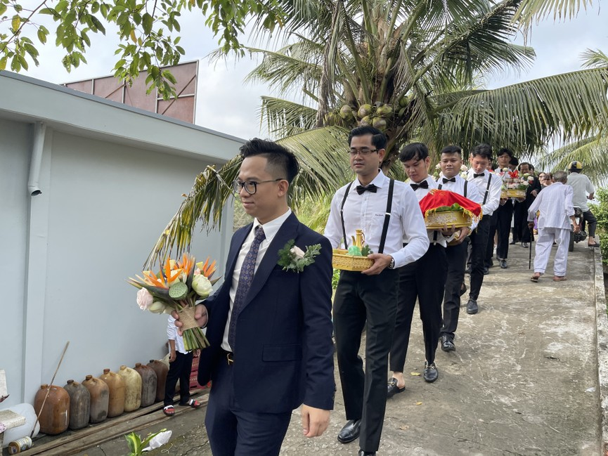 Tiểu Vy, Đỗ Mỹ Linh cùng dàn hậu diện áo bà ba làm phù dâu cho đám cưới Á hậu Thuý An - ảnh 7