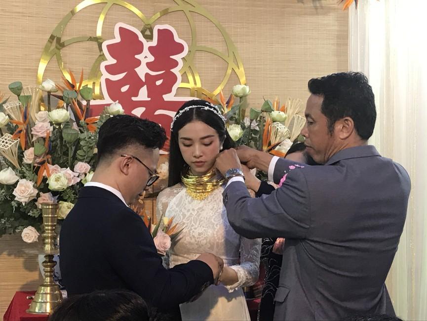 Tiểu Vy, Đỗ Mỹ Linh cùng dàn hậu diện áo bà ba làm phù dâu cho đám cưới Á hậu Thuý An - ảnh 11