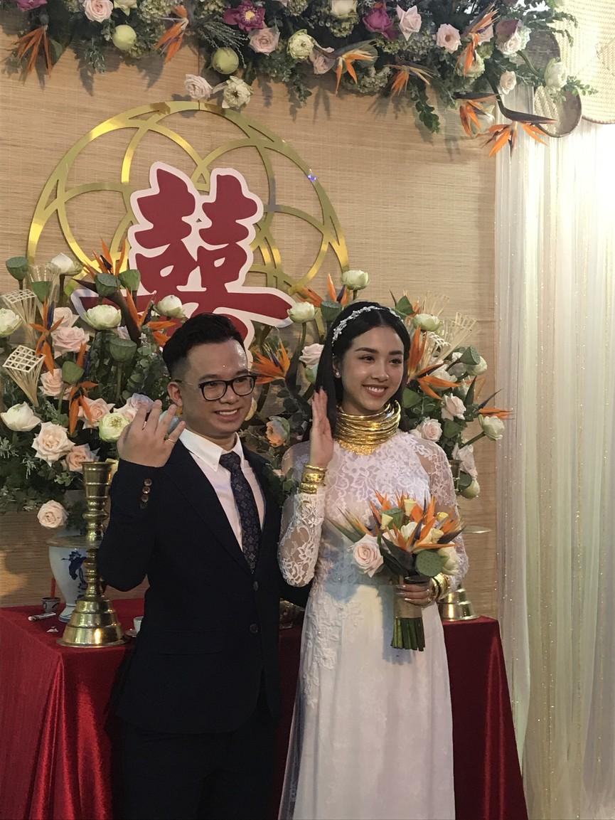 Tiểu Vy, Đỗ Mỹ Linh cùng dàn hậu diện áo bà ba làm phù dâu cho đám cưới Á hậu Thuý An - ảnh 10