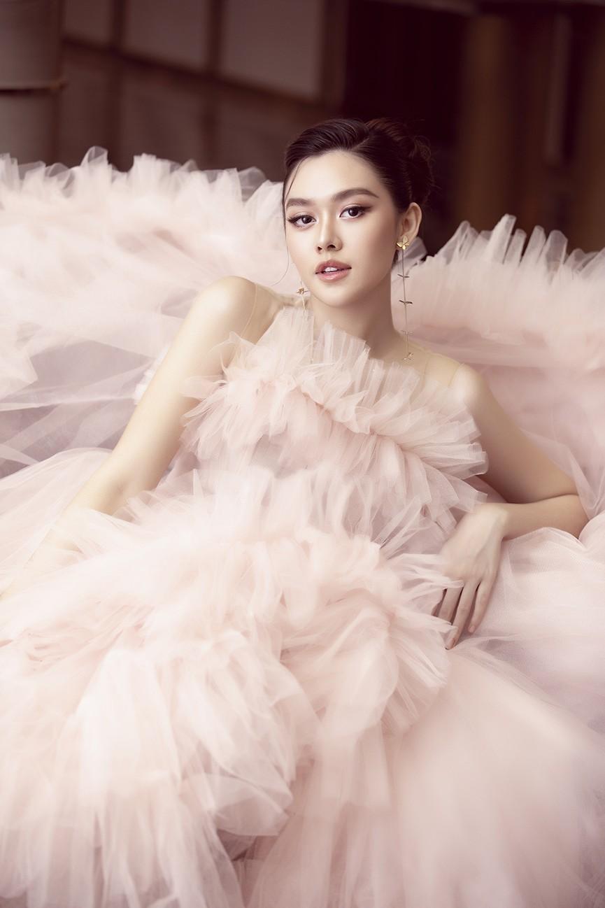 Á hậu Tường San tái xuất sau đám cưới, khoe nhan sắc trong veo 'vạn người mê' - ảnh 6