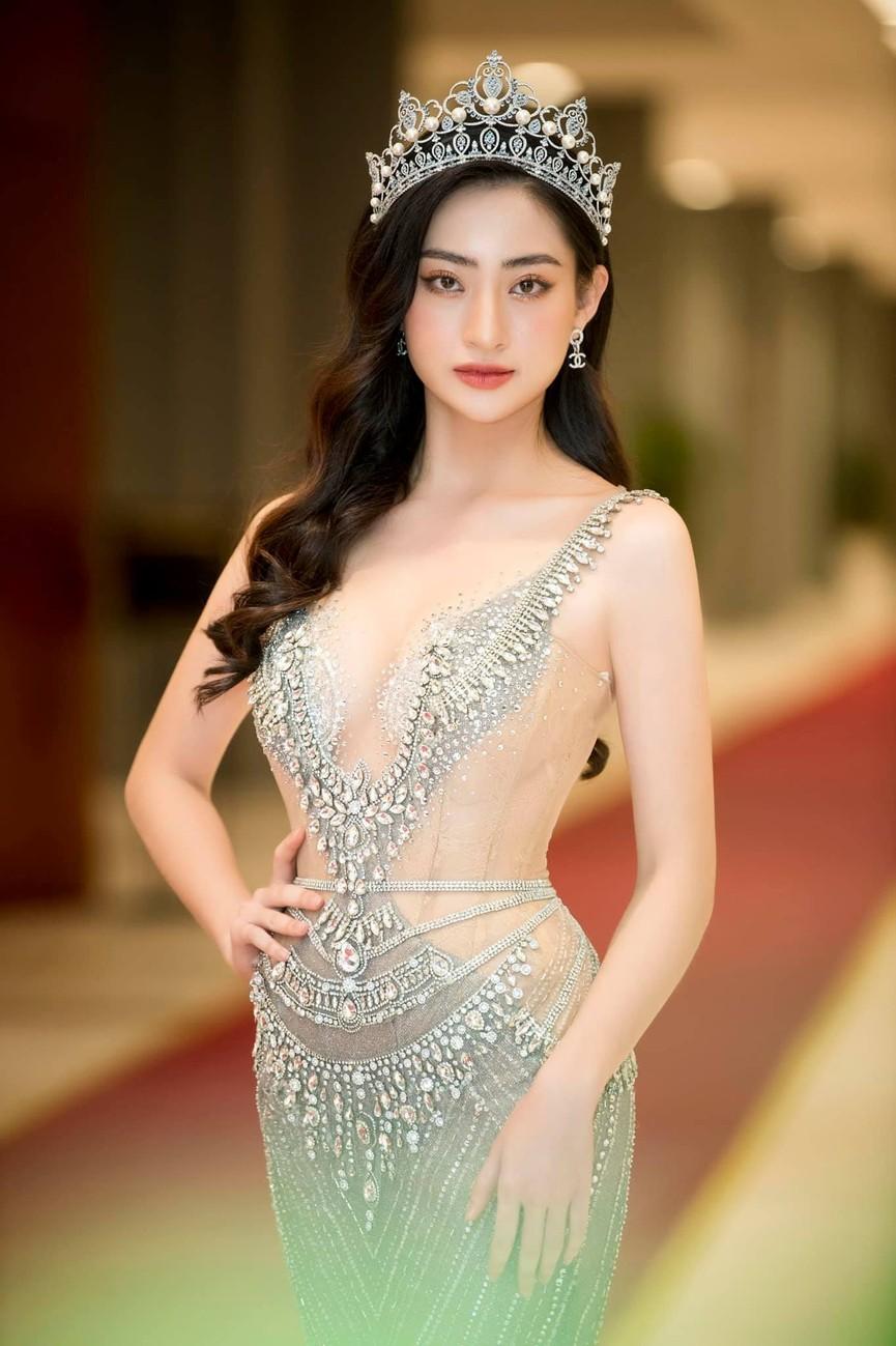 Đỗ Mỹ Linh, Lương Thuỳ Linh đọ sắc với váy áo nóng bỏng  - ảnh 3