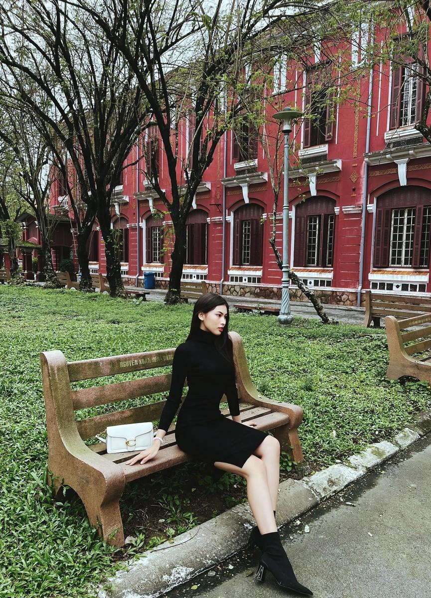 Đỗ Mỹ Linh, Lương Thuỳ Linh đọ sắc với váy áo nóng bỏng  - ảnh 5
