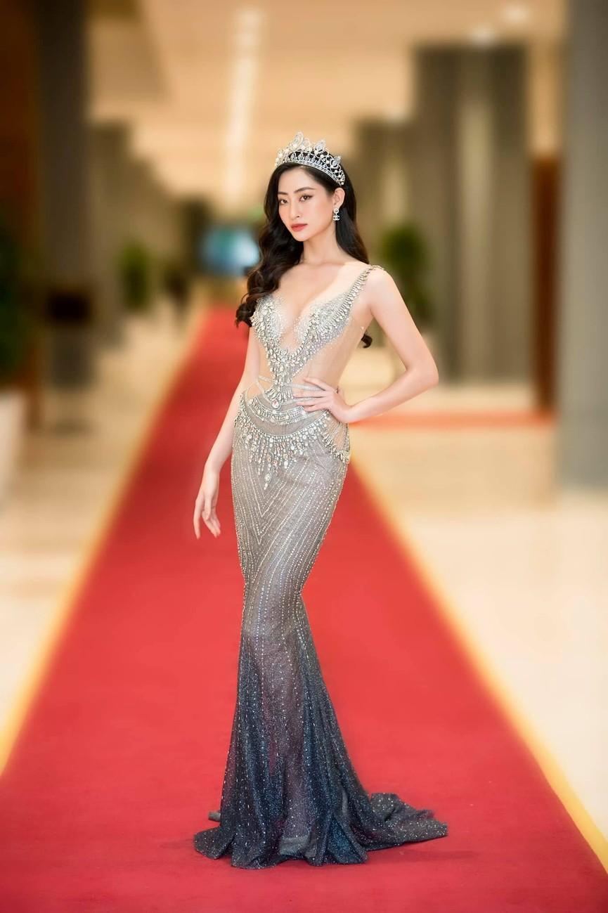 Đỗ Mỹ Linh, Lương Thuỳ Linh đọ sắc với váy áo nóng bỏng  - ảnh 4