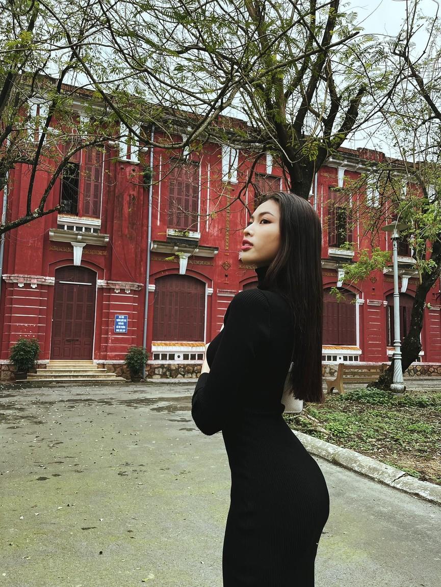 Đỗ Mỹ Linh, Lương Thuỳ Linh đọ sắc với váy áo nóng bỏng  - ảnh 6