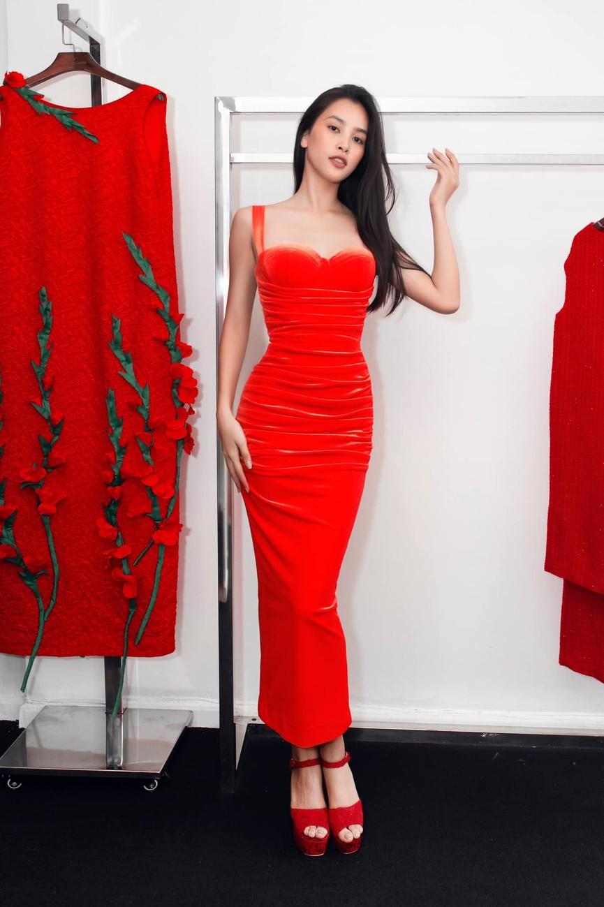 Đỗ Mỹ Linh, Lương Thuỳ Linh đọ sắc với váy áo nóng bỏng  - ảnh 8