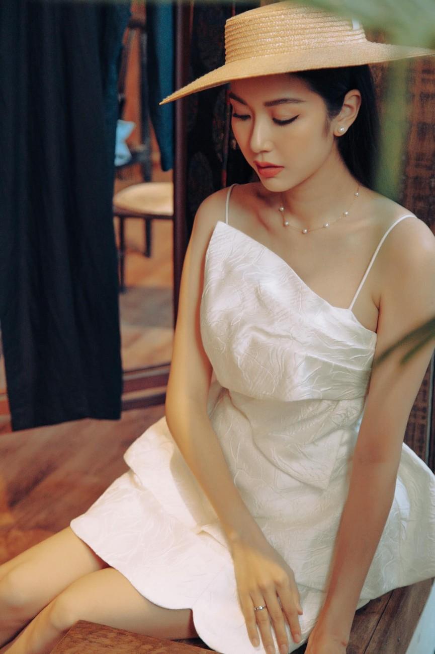 Đỗ Mỹ Linh, Lương Thuỳ Linh đọ sắc với váy áo nóng bỏng  - ảnh 12