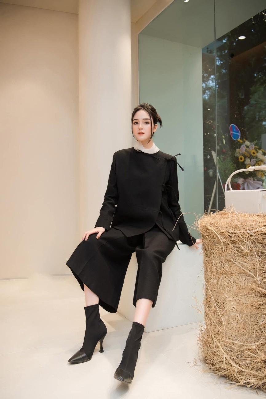 Đỗ Mỹ Linh, Lương Thuỳ Linh đọ sắc với váy áo nóng bỏng  - ảnh 10