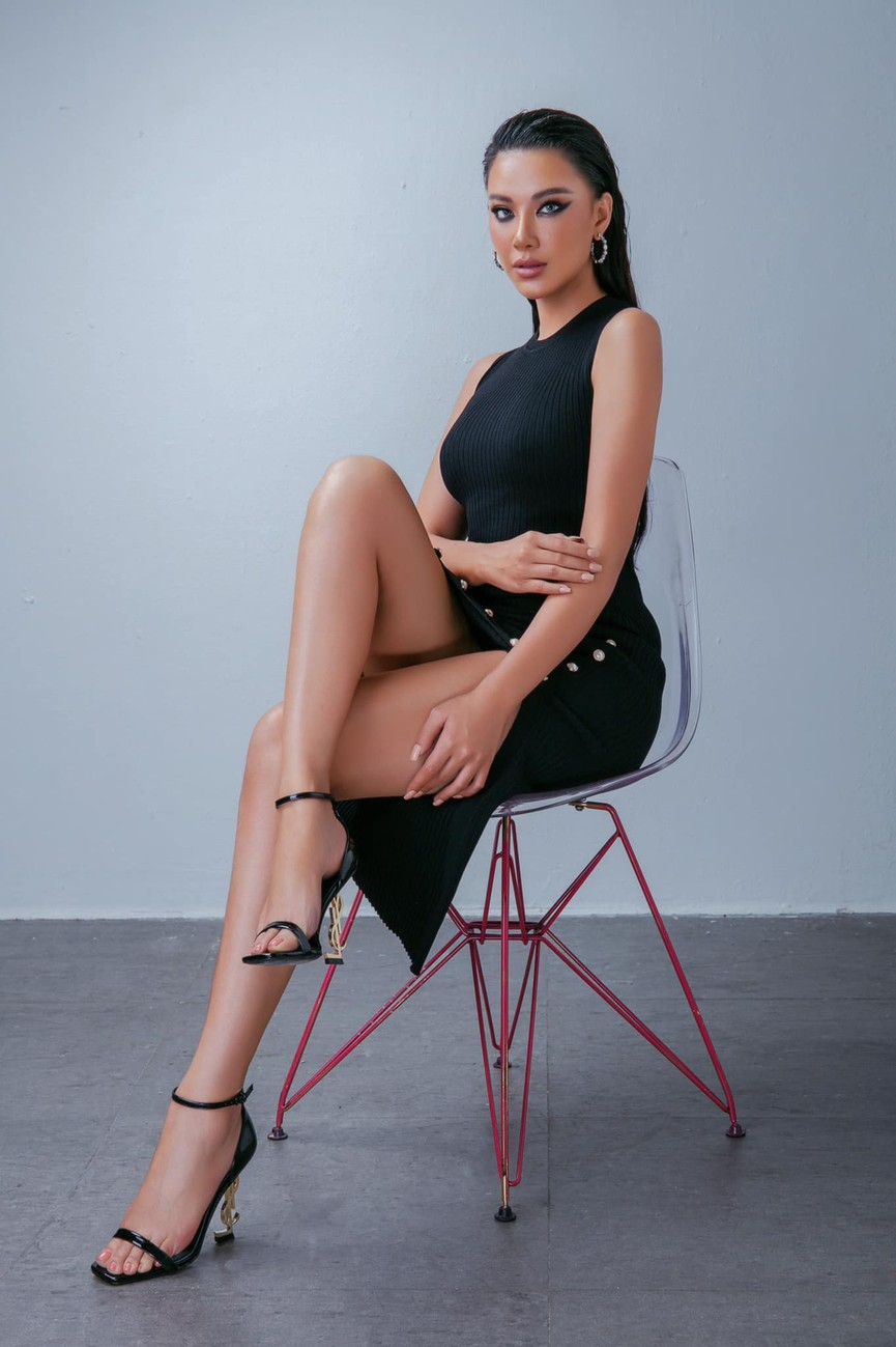 Đỗ Mỹ Linh, Lương Thuỳ Linh đọ sắc với váy áo nóng bỏng  - ảnh 11