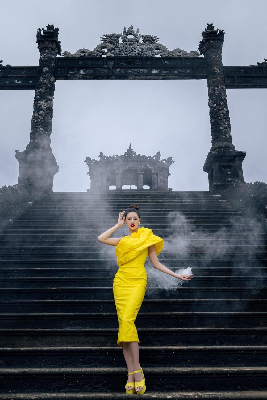 Đỗ Mỹ Linh, Lương Thuỳ Linh đọ sắc với váy áo nóng bỏng  - ảnh 14