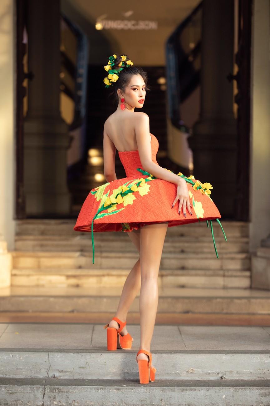 Hoa hậu Tiểu Vy diện váy dáng phồng lạ mắt, khoe chân dài cực gợi cảm trên sàn catwalk - ảnh 6
