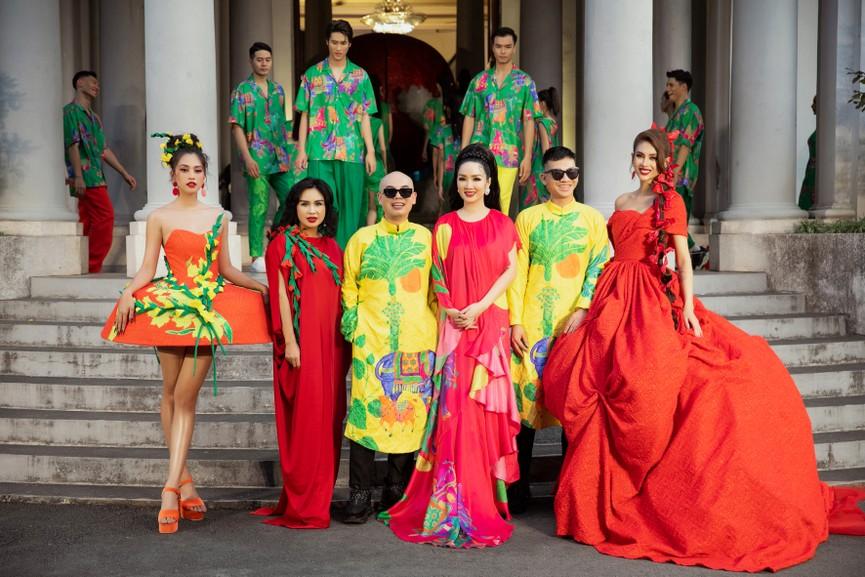 Hoa hậu Tiểu Vy diện váy dáng phồng lạ mắt, khoe chân dài cực gợi cảm trên sàn catwalk - ảnh 13