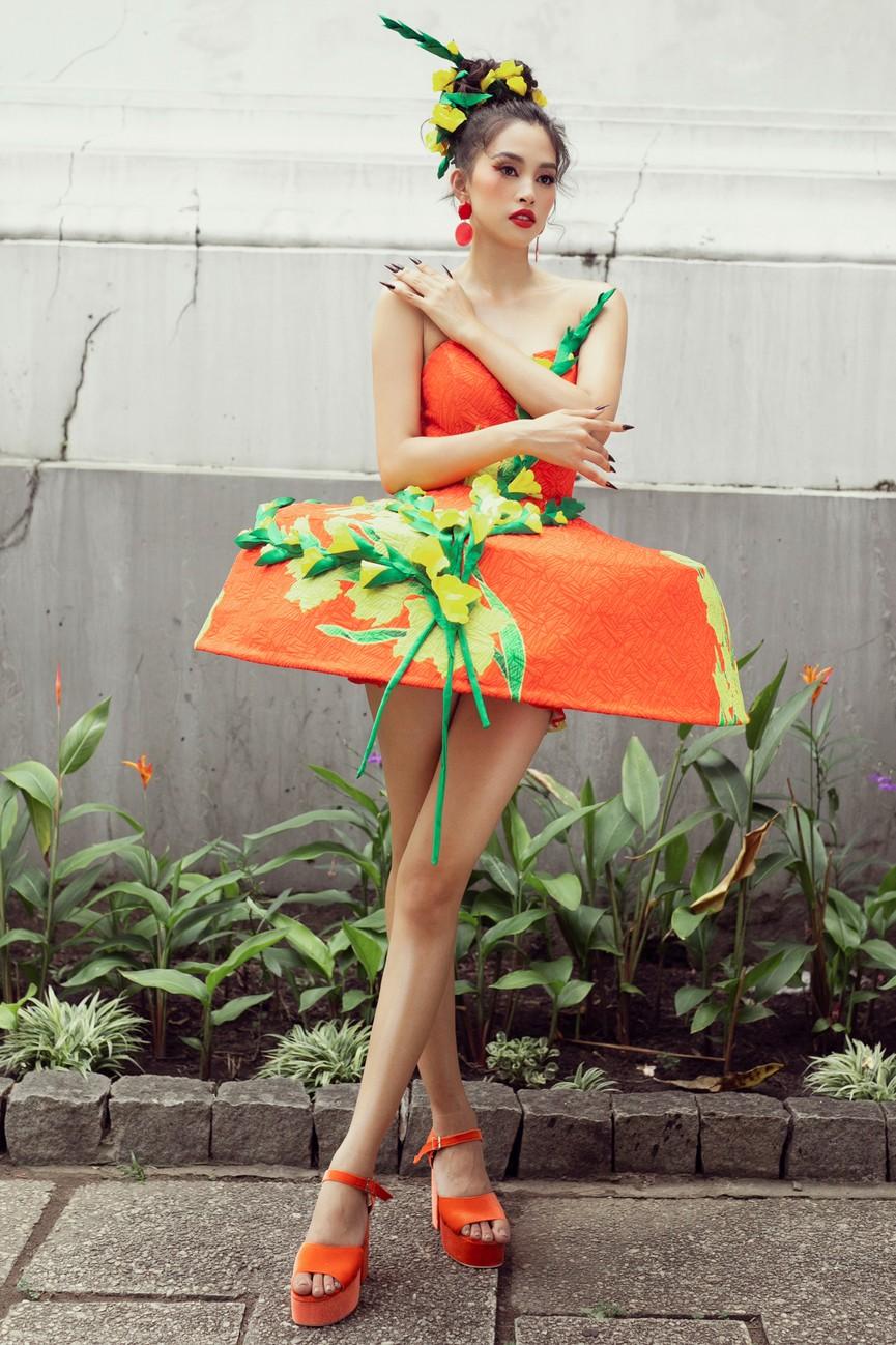 Hoa hậu Tiểu Vy diện váy dáng phồng lạ mắt, khoe chân dài cực gợi cảm trên sàn catwalk - ảnh 10