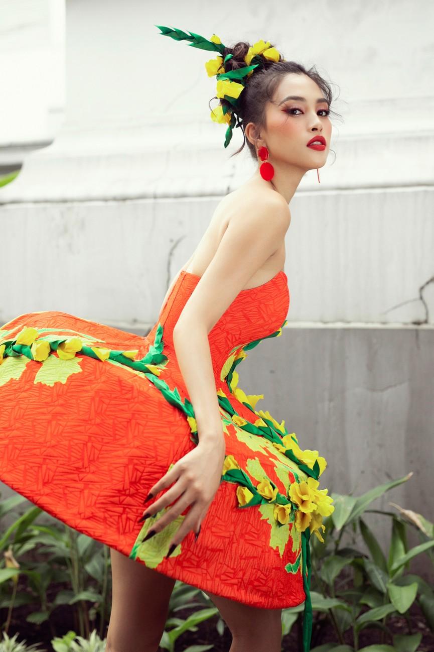 Hoa hậu Tiểu Vy diện váy dáng phồng lạ mắt, khoe chân dài cực gợi cảm trên sàn catwalk - ảnh 9