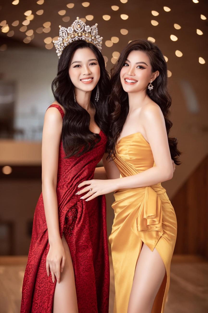 Tiếp tục chinh phục gam màu đỏ, Hoa hậu Đỗ Thị Hà khoe đôi chân 'cực phẩm' - ảnh 3