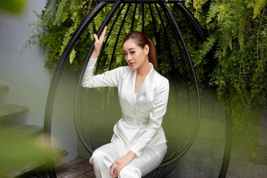 Người đẹp Thể thao Phù Bảo Nghi diện váy xẻ táo bạo, Lương Thùy Linh quấn khăn làm váy - ảnh 9