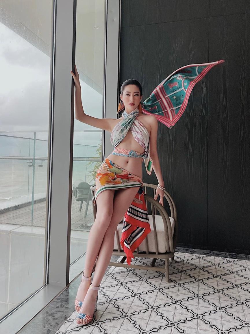Người đẹp Thể thao Phù Bảo Nghi diện váy xẻ táo bạo, Lương Thùy Linh quấn khăn làm váy - ảnh 1