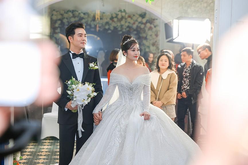 Á hậu Thụy Vân, vợ NSND Công Lý dự đám cưới của MC Thùy Linh và ông xã kém 5 tuổi - ảnh 14