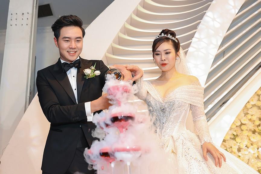 Á hậu Thụy Vân, vợ NSND Công Lý dự đám cưới của MC Thùy Linh và ông xã kém 5 tuổi - ảnh 13
