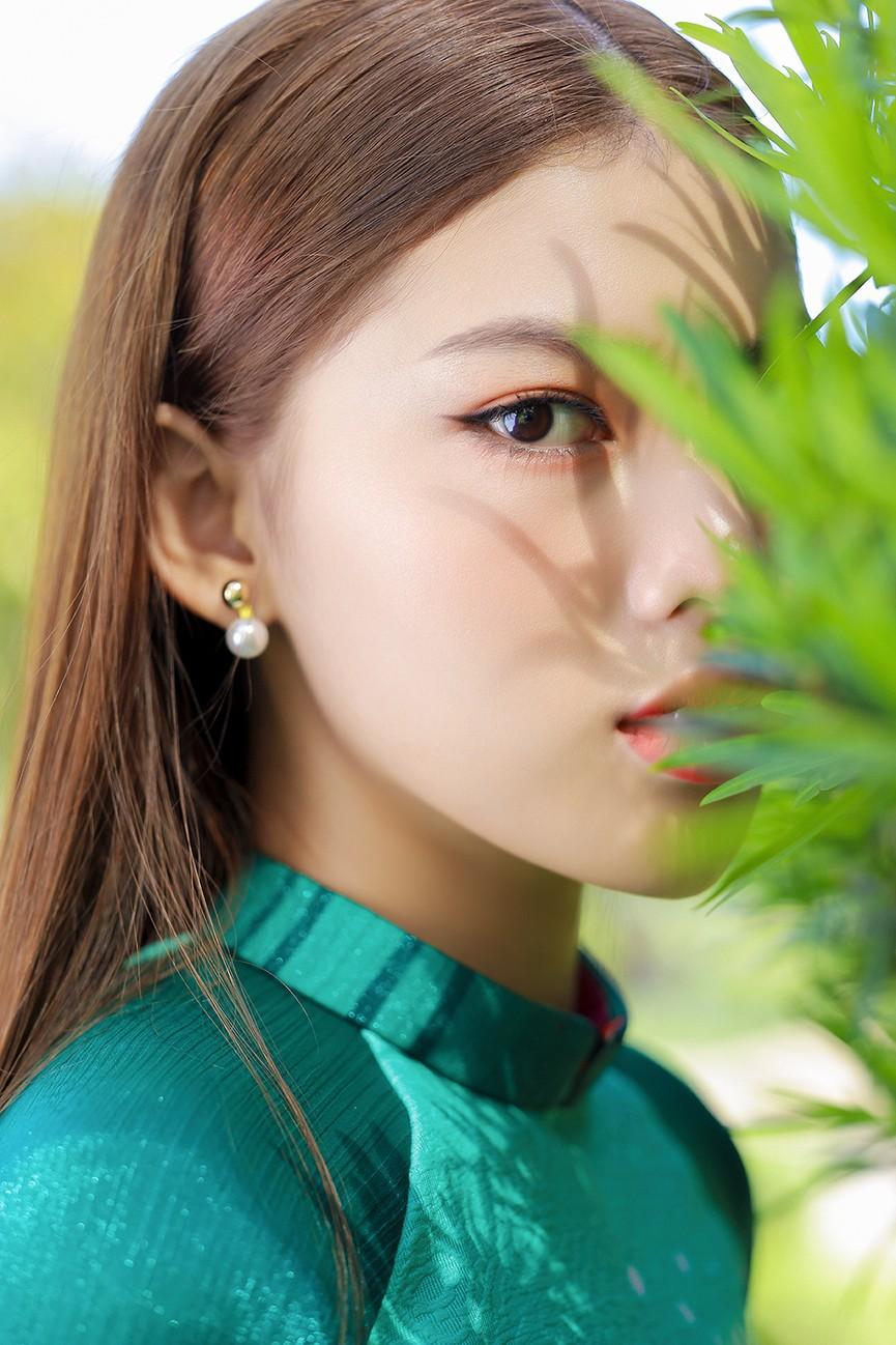 Á Hậu Phương Anh - Ngọc Thảo khoe trọn thần thái xinh đẹp, yêu kiều với áo dài Tết  - ảnh 9