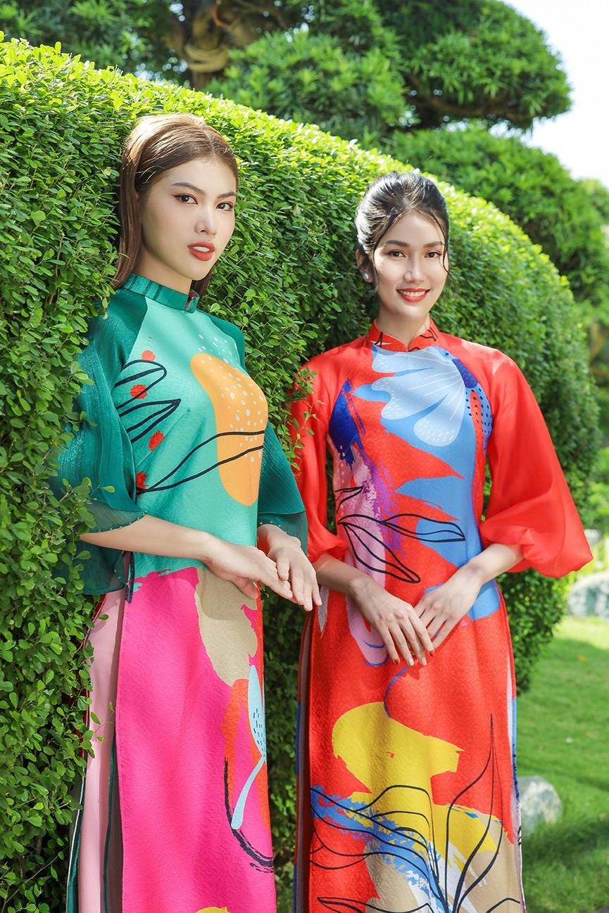 Á Hậu Phương Anh - Ngọc Thảo khoe trọn thần thái xinh đẹp, yêu kiều với áo dài Tết  - ảnh 1