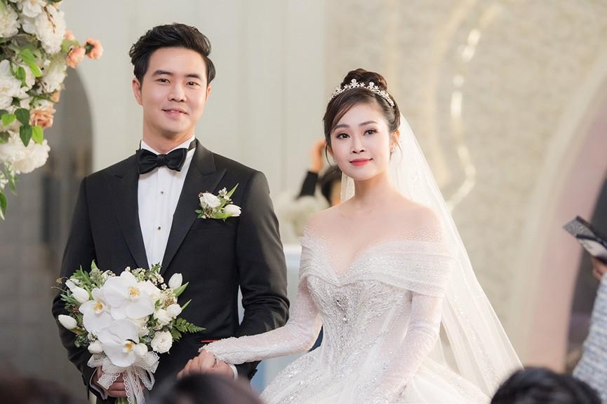 Á hậu Thụy Vân, vợ NSND Công Lý dự đám cưới của MC Thùy Linh và ông xã kém 5 tuổi - ảnh 11