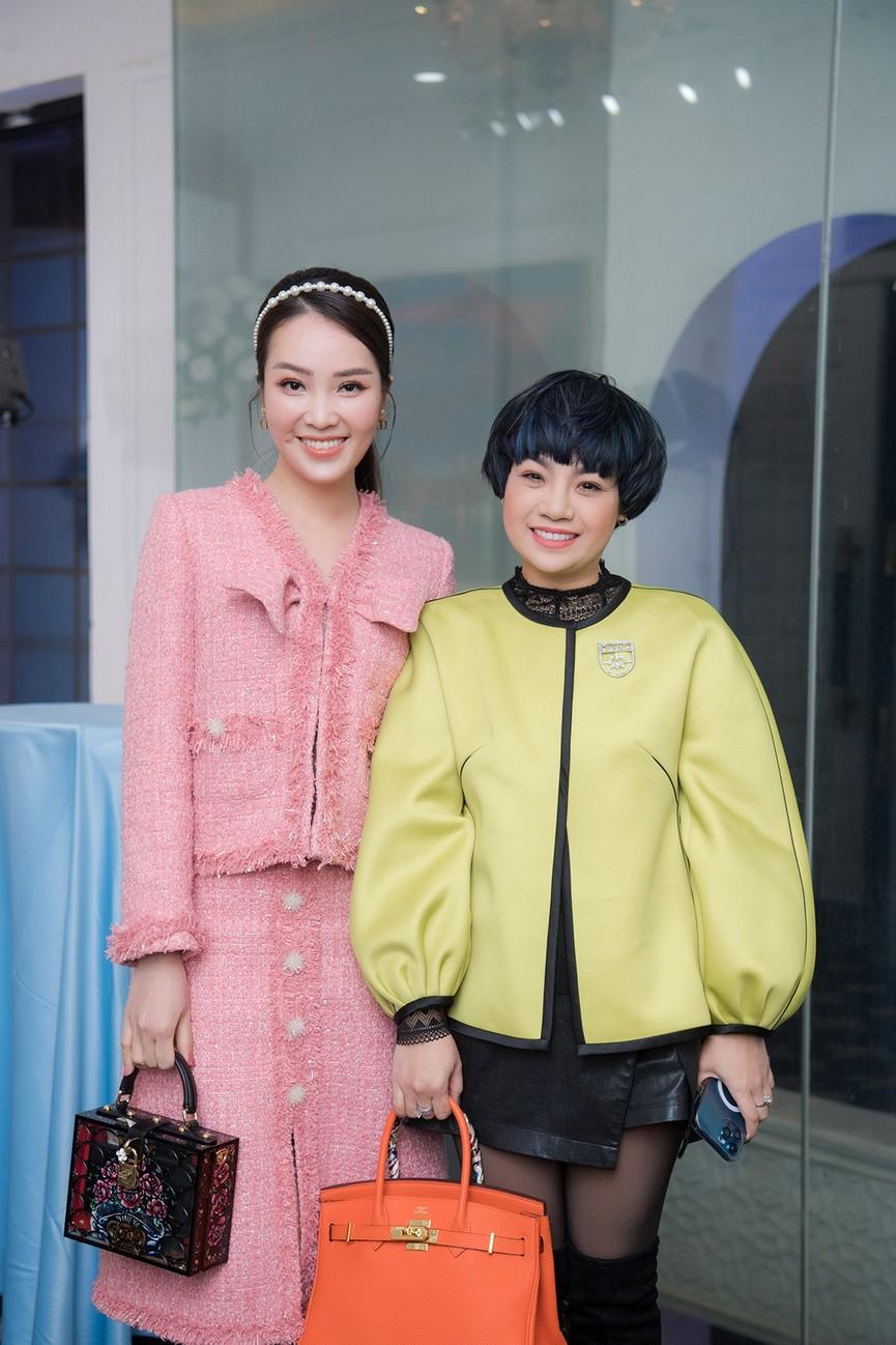 Á hậu Thụy Vân, vợ NSND Công Lý dự đám cưới của MC Thùy Linh và ông xã kém 5 tuổi - ảnh 8