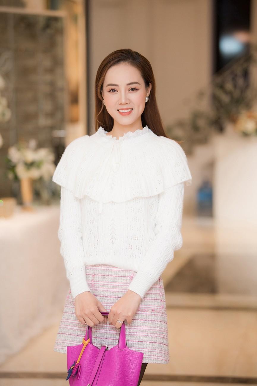 Á hậu Thụy Vân, vợ NSND Công Lý dự đám cưới của MC Thùy Linh và ông xã kém 5 tuổi - ảnh 5