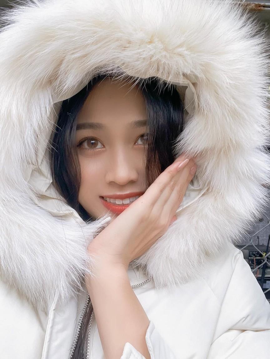 Giản dị lên giảng đường, Hoa hậu Đỗ Thị Hà vẫn được khen ngợi xinh đẹp rạng rỡ - ảnh 2