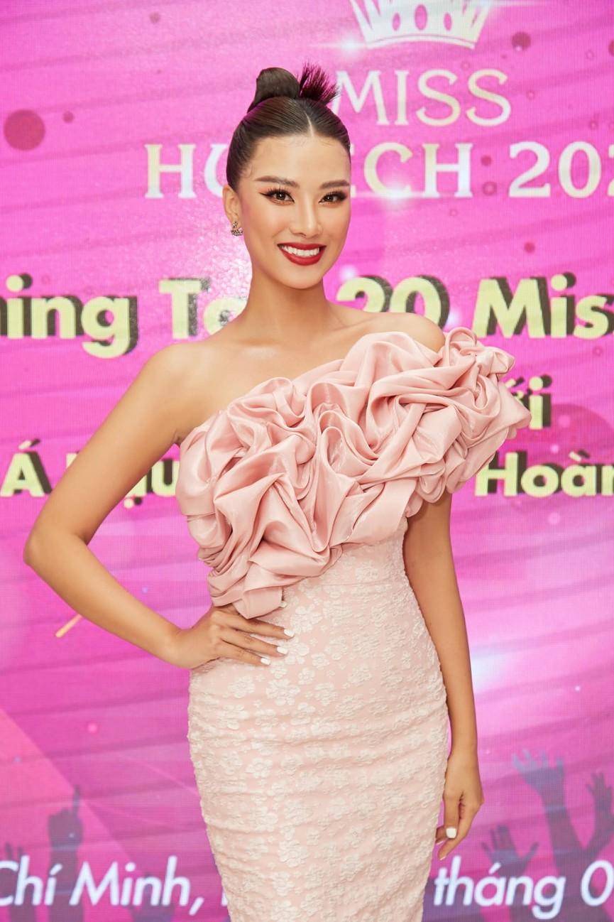 Giản dị lên giảng đường, Hoa hậu Đỗ Thị Hà vẫn được khen ngợi xinh đẹp rạng rỡ - ảnh 7