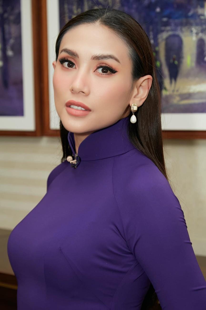 Tiểu Vy mặc giản dị mà 'chất' như fashionista, Khánh Vân khoe vòng một nóng bỏng  - ảnh 6