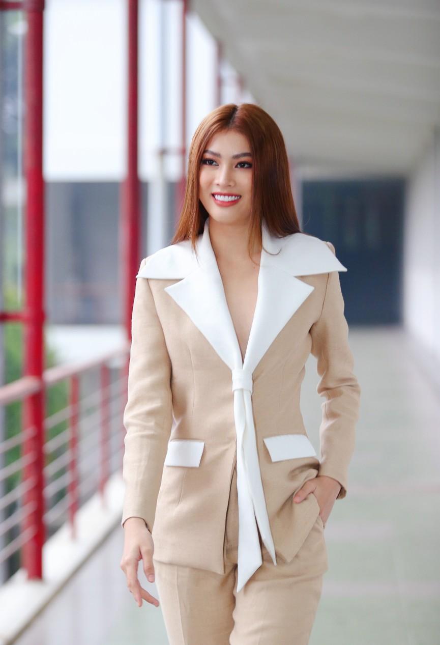 Hoa hậu Đỗ Thị Hà và Á hậu Phương Anh, Ngọc Thảo giản dị vẫn cực xinh đẹp - ảnh 10