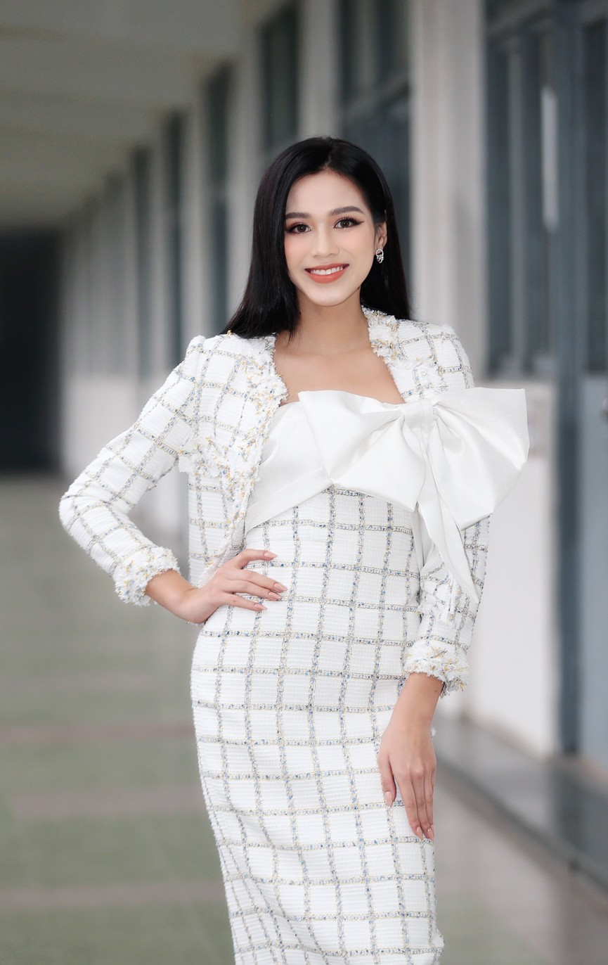 Hoa hậu Đỗ Thị Hà và Á hậu Phương Anh, Ngọc Thảo giản dị vẫn cực xinh đẹp - ảnh 2